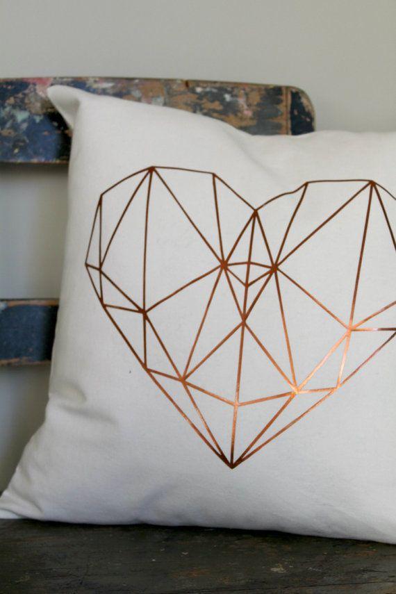 die besten 25 herz kissen ideen auf pinterest einfache handarbeiten f r kinder lteres. Black Bedroom Furniture Sets. Home Design Ideas