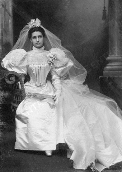Beautiful gown!  Bride Ida Howell Cramer. I wish this would come back,, This is Elgance...