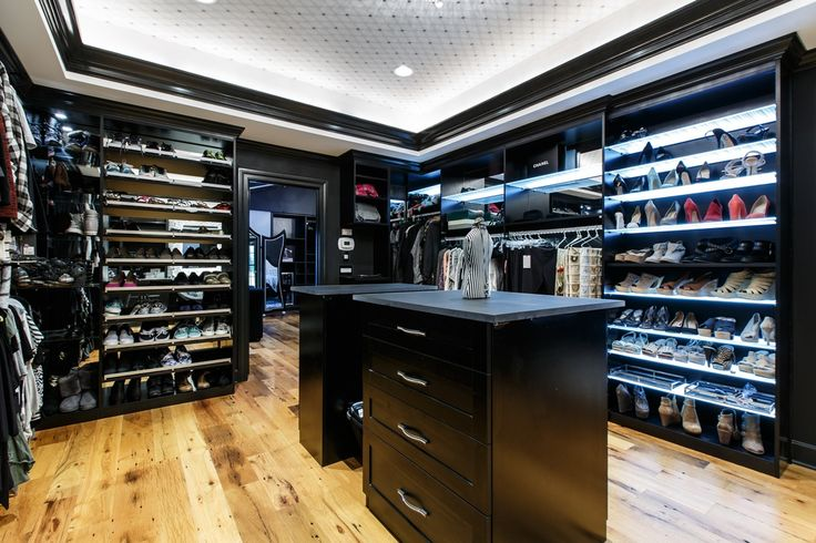 Contemporary closet with built in bookshelf high ceiling for Walk in closet india