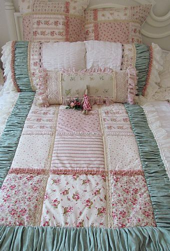 Easy quilt made look magic with the rouched border - great idea!