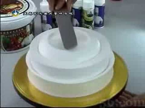 Really different cake decorating technique! You really need to watch the video to believe it! If anyone knows more about this Technique, please write in the comments! I cant firgure out if thats Meringue or Whipped Cream. Thank you