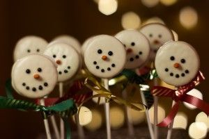 Oreo snowman pops/ use white choc covered Oreos to start!
