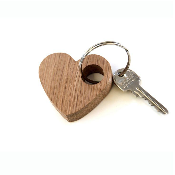 Porte-clés en bois ,simple et romantique réalisé à la main avec amour à par…