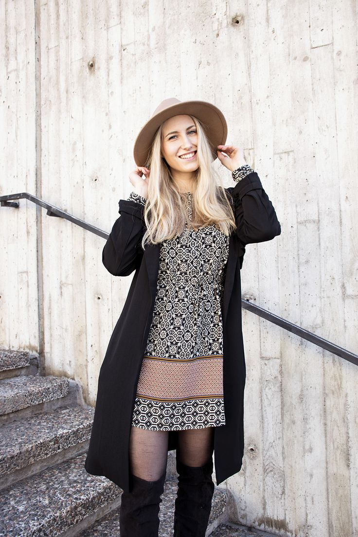 outfit-sandraemilia-pattern-dress-freequent-black-trenchcoat-2