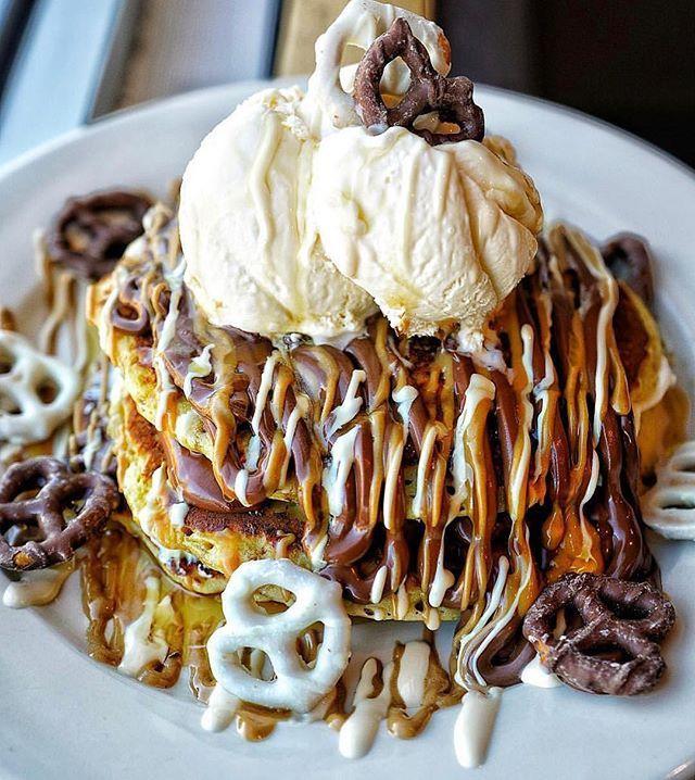 Anyone else have a sweet tooth when it comes to #pancakes?!?    Photo by @elmstreetdiner . . . #EatSipTrip #10Best #Eattheworld #eater #eeeeeats #forkyeah #trendinginthekitchen #healthymeals #eatmunchies #Munchies  #food52 #eater #damnthatsdelish #eatthis #noleftovers #food #foodie #foodstagram #eatingfortheinsta #foodshot #foodgram #igfood #dreameats #instafood #sweets #sweet #dessert