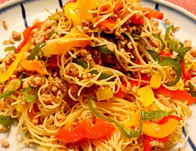 青椒肉絲に合うもう1品で簡単ビーフンです。 - 52件のもぐもぐ - あっさり野菜ビーフン by kana000suzuki