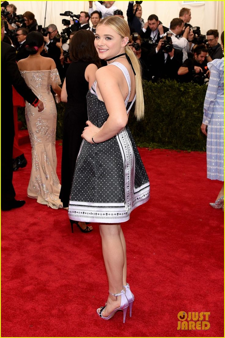 Athena massey red alert pictures to pin on pinterest - Chloe Moretz Sleek Straight 2015 Met Gala 04 Chloe Moretz Nails The Black And White Game At The 2015 Met Gala Held At The Metropolitan Museum Of Art On