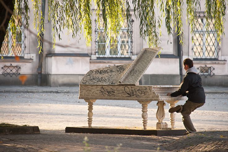 Experience some culture at every corner in #Kazimierz, #Cracow's #Jewish district  (Photo by Anushka Amira)    http://www.cracow-life.com/poland/krakow-kazimierz