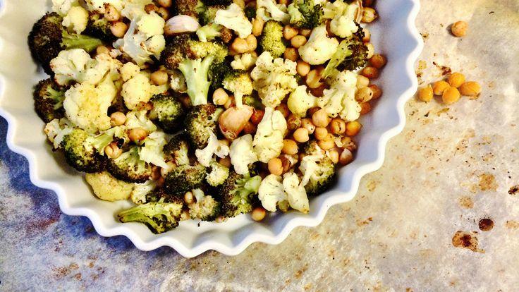 Blomkål er fantastisk! Spesielt i ovnen. Prøv denne ristede blomkålen med en sitrus- og tahinidressing over, sammen med quinoa og kikerter.