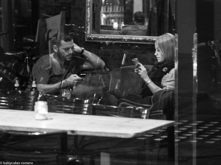 Увлеченность телефонами убивает живое общение - В мире чудес