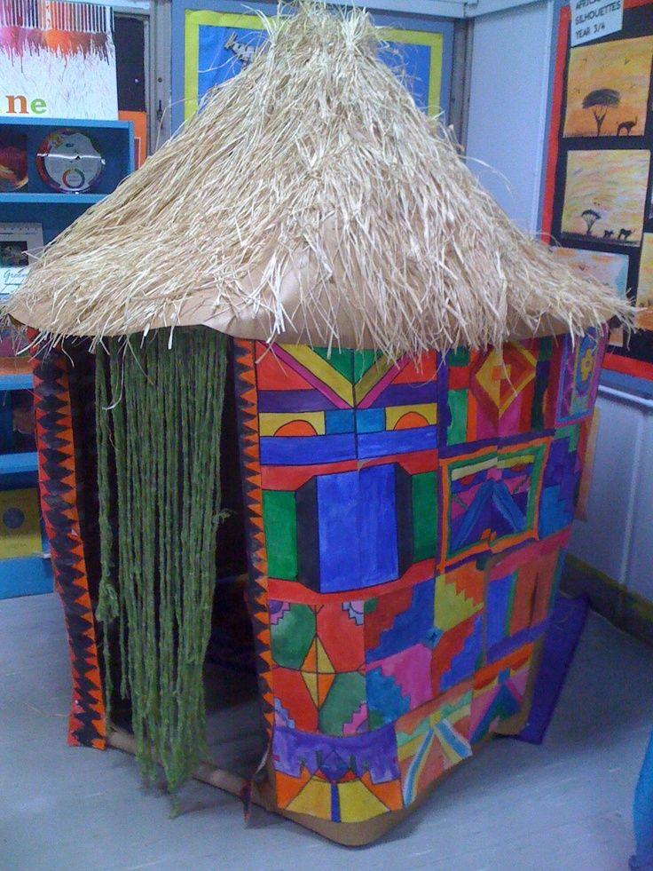 la case africaine faite avec un carton de livraison