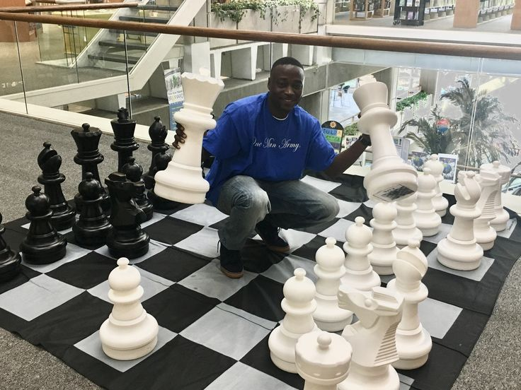 "#ReachingfortheStars ✨✨ Next week is a big week for my team. Our C2B #Chess Club & Mentoring program starts next week. Also, on #7717 my #newbook ""7 Types of Queens, Kings Desire"" will #makehistory! 👑 King Kevindorival.com/media/events/   #supportthereal #chessnotcheckers #mentoring #GivingBack #author #goalgetter"