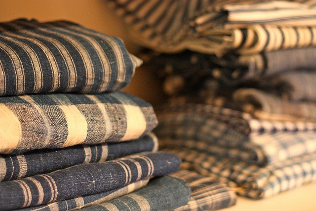 blue & white linen homespun - 24in selvage to selvage ... if you ever find it, BUY IT!!!