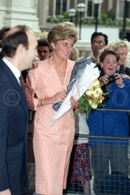 15 May 1991 Princess Diana INTERNATIONAL SPINAL RESEARCH TRUST CHARITY EVENT AT THE LANGHAM HILTON HOTEL, LONDON,