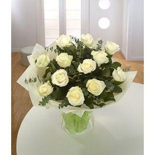 Un buchet ca o bijuterie! Lumineaza-i dormitorul cu un Diamond- Buchet 11 trandafiri albi si eucalipt. Il gasesti si aici - http://cityflowers.ro/diamond-%20trandafiri-albi-si-eucalipt!