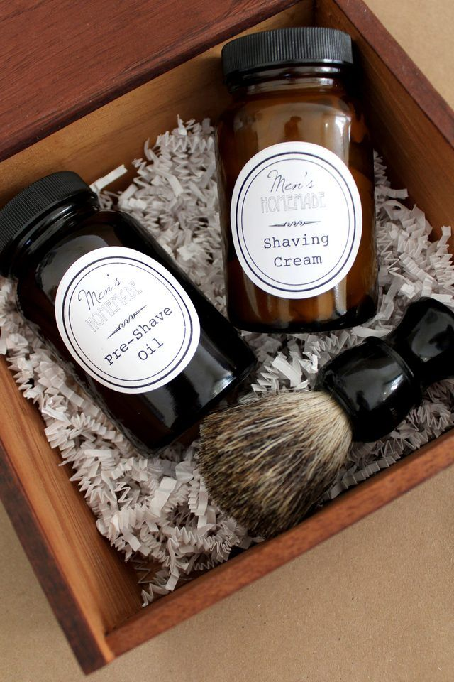 The perfect Father's Day gift? Homemade pre-shave oil and shaving cream complete with free printable labels to create a DIY men's shave kit!