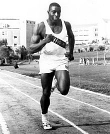 Bob Hayes, premier athlète à descendre officieusement sous les dix secondes au 100 m.