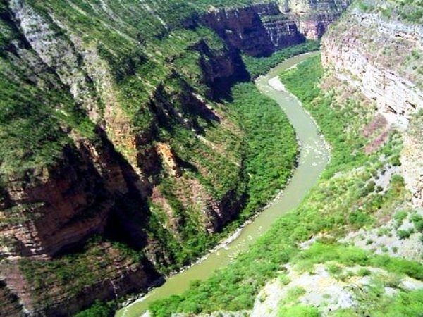 Colombia - Cañón y rio Chicamocha, Santander.