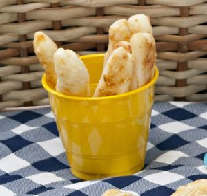 Leia aqui Palitos ou bolinhas de queijo. No Bom Gourmet você encontra receitas, os ingredientes que vão na receita, o tempo de preparo e muito mais. Acesse!