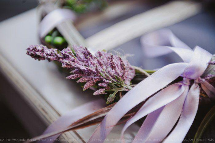 Сиреневый оттенок лаванды и нежные ленты придадут необыкновенный шарм всему торжеству!