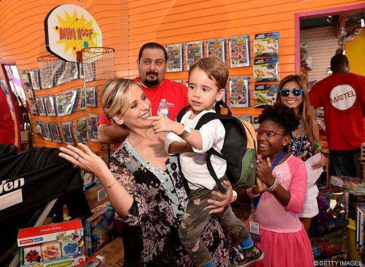 News - Tipp:  http://ift.tt/2lSGiat Buffy-Star Sarah Michelle Gellar wird Kindesmissbrauch vorgeworfen: Fotos ihres Sohnes Rocky mit lackierten Fingernägeln sorgen für Shitstorm #nachrichten