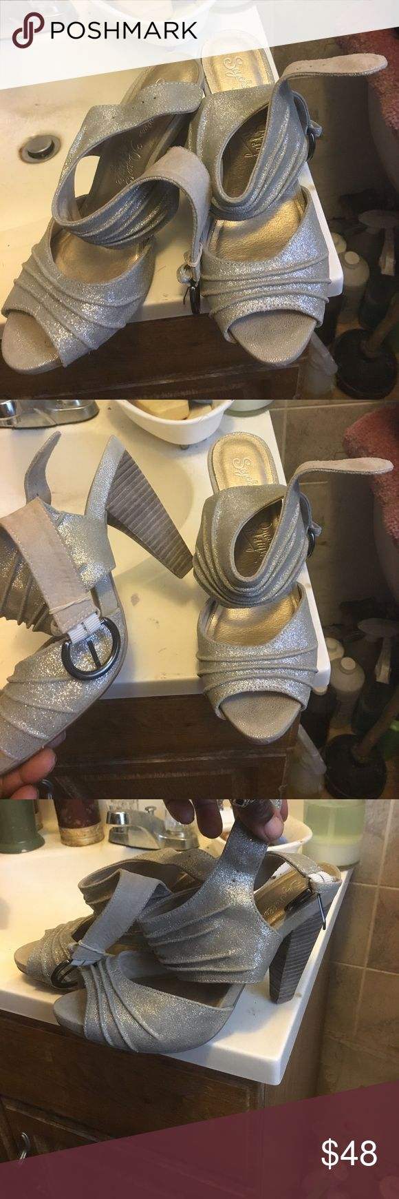 Seychelles shoes They are pre owned in great condition. A metallic taupe mixed with silver !! Seychelles Shoes Heels