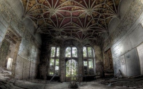 Заброшенный замок «Chateau de Noisy»