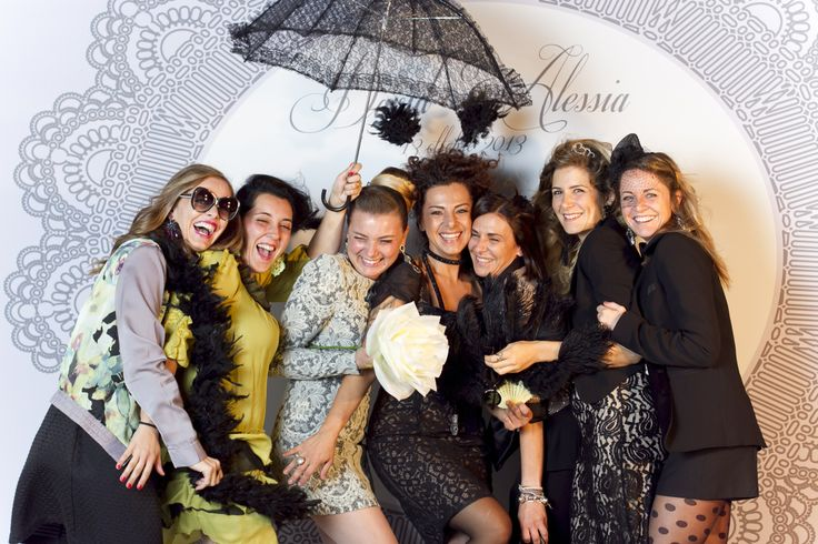 www.italianfelicity.com #photobooth #friends #bridesmaids