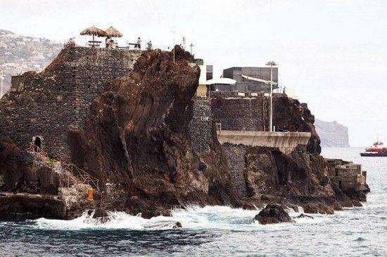 Португалец купил крошечный остров, и успешно создал там собственное королевство