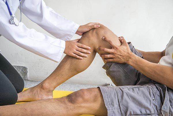 mit jelent térdfájdalom