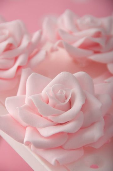 Pink sugar rose - want to learn how to make icing flowers like this!