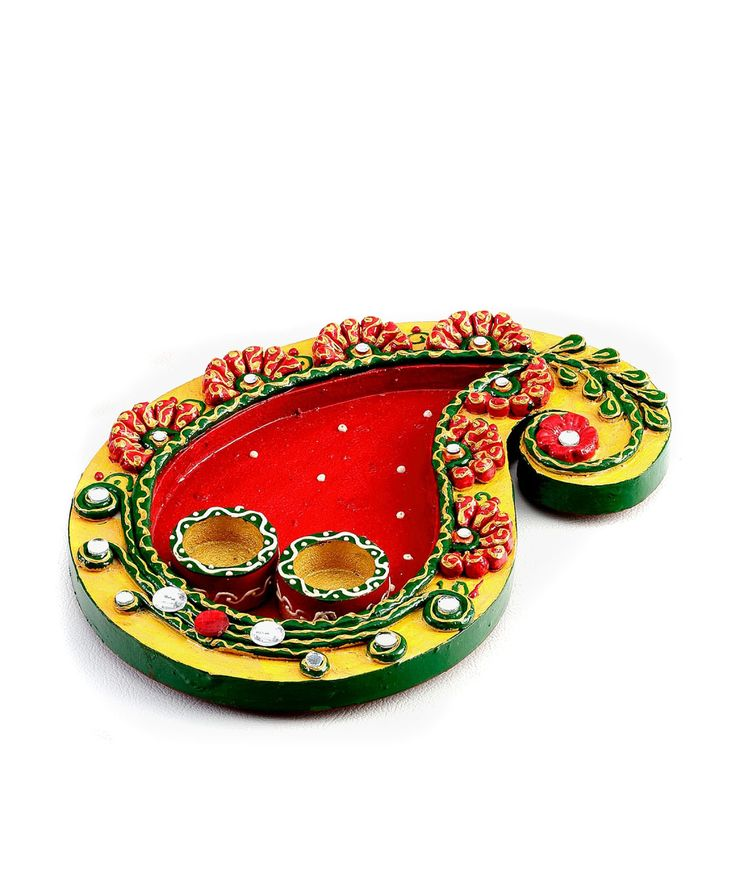 Adorn your place with this magnificent home decor. Bask in the splendid and delicate craftsmanship that has a tilt to the Asian tradition. You will be applauded with splendid comments as you see your den get beautified with excellent creativity. This exquisite Pooja thali in Keri design wood and clay work.
