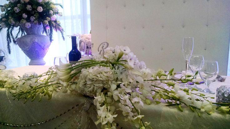 White calla and hydreangea headtable spread
