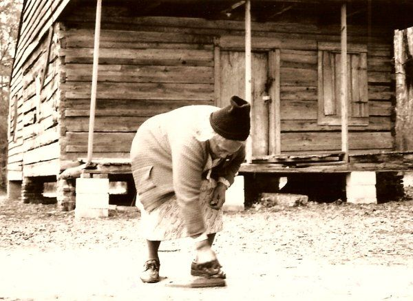 a history of the hard life of african americans in the south The majority of african americans still lived in the south and worked as agricultural laborers for white landowners who denied them an education and exploited them economically new job opportunities during world war i offered one escape.