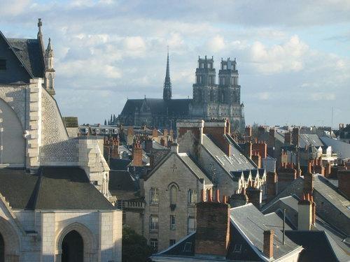 Orléans: Bekijk van het Heilig Kruis kathedraal en de kerk van Saint-Paterne - France-Voyage.com