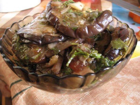 Баклажаны остренькие с чесночком и зеленью