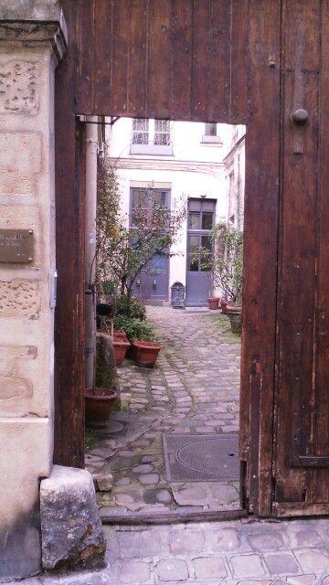 Un lieu caché- coin de paradis ; A découvrir ..tout proche de la boutique de déco The Collection 33 rue de Poitou #Thecollection