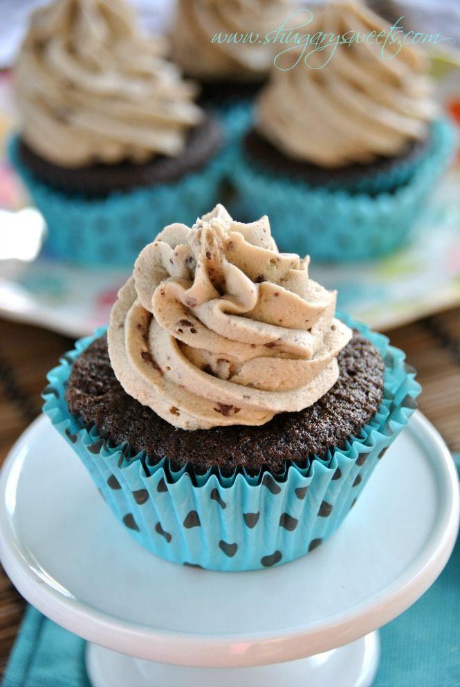 Mint Chocolate Chip Cupcakes: dark chocolate cupcakes from scratch topped with mint chocolate chip frosting #mint #chocolatechip #cupcakes @Liting Mitchell Mitchell Sweets