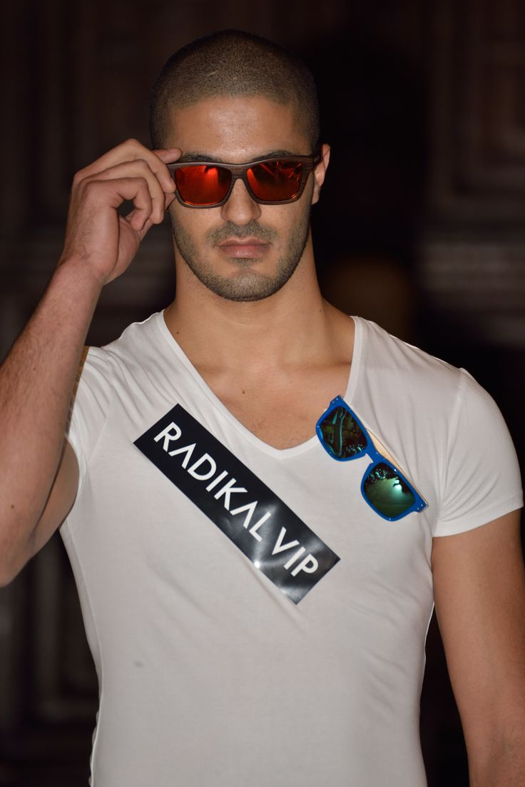 Square bamboo frame coloured dark and peach orange mirrored sunglasses to remind you that you never go out during the day with a pair of Radikalvip sunglasses. LONDON FASHION WEEK
