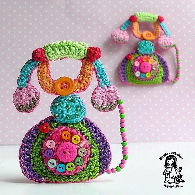 Croche e Cia: Lindas Imagens de Croche: Crochet Brooches, Graham Belle, Crochet Motif, Color, Vendula Maderska, Crochet Patterns, Telephone, Knits, Wall Hook