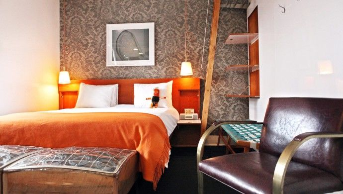 The Drake Hotel: Rooms like this Den room make excellent use of space.