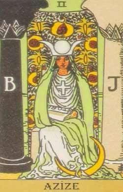 Azize kartı tarotun baş rahibesi ve koruyucusu. Gizli güçleri olan güçlü bir kadın.