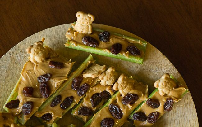 Ants on a log with Baloo! #JungleFresh Jungle Book Movie Party #shop #cbias
