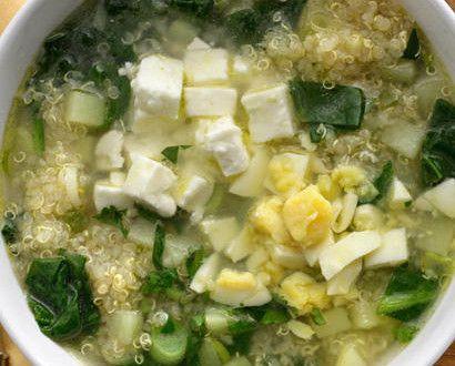 Receta Sopa de Quinoa, espinacas, queso feta y cebollitas de cambray | Sabores de México
