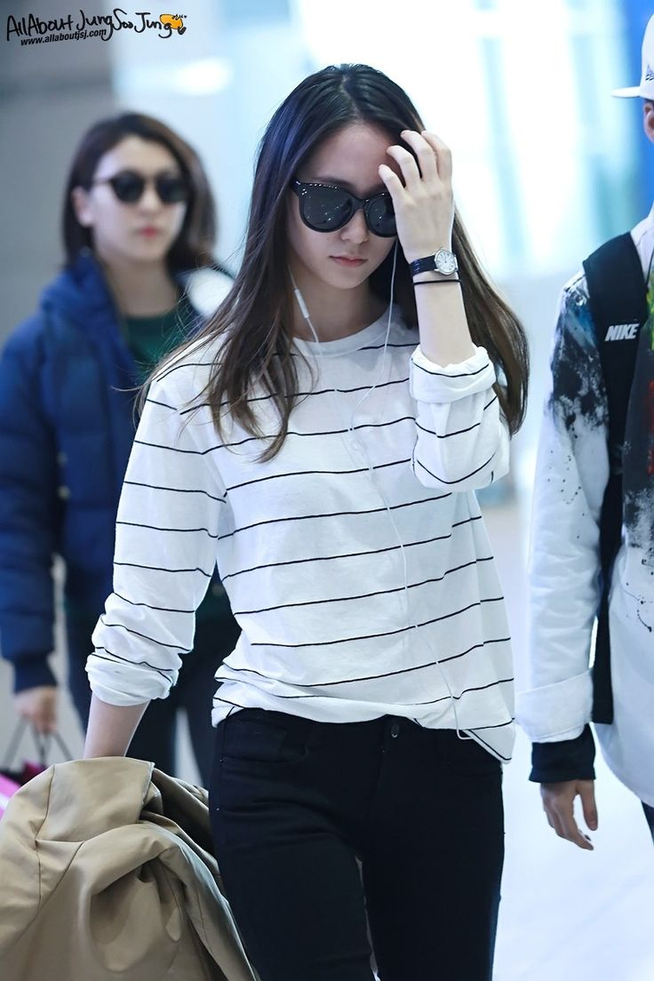Krystal's airport fashion - I love this casual look with a simple black striped white shirt.