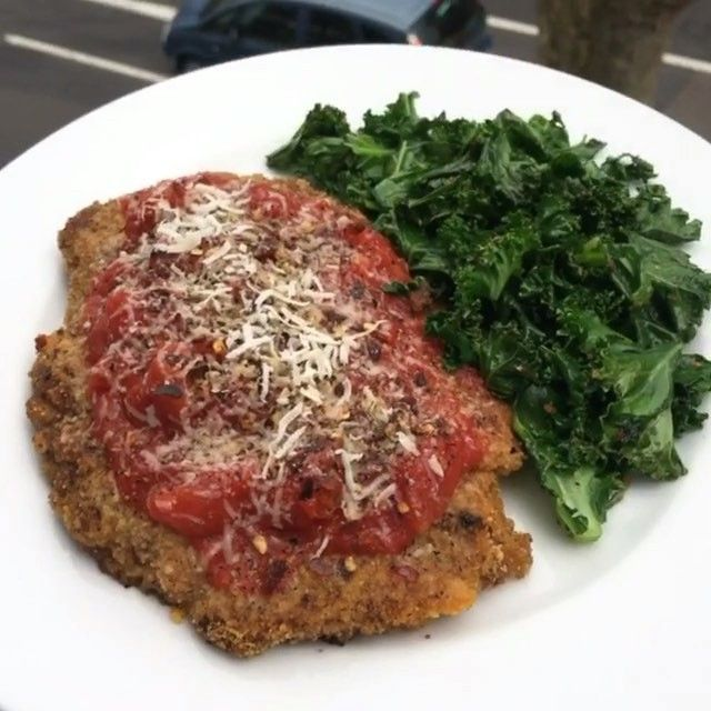 You've got to try this one Guaranteed Friday night food boner Beef escalope with parmesan cheese and curly kale INGREDIENTS: Fillet steak Flour One egg Breadcrumbs @lucybeecoconut Chopped tomatoes Crushed chilli Parmesan cheese Salt and pepper Curly kale #leanin15 #food #foodie #foodpics #foodporn #foodboner #curlykale #friday #steak #dinner #instagood