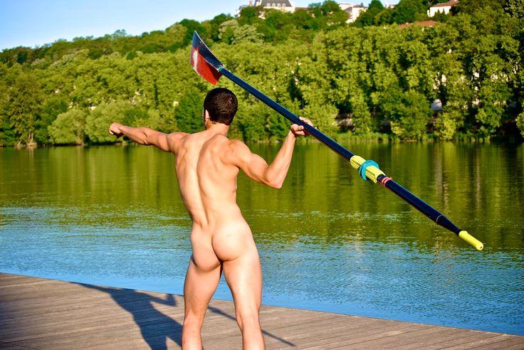 Le calendrier des rameurs fait son grand retour en 2015. Cette année nous soutenons GLRF, une asso Américaine lutant contre l'homophobie dans le sport. Voici ici un des clichés de cette année. #homme #calendrier #2015 #photographie #men #gift #cadeaux #calendar #sport #photo #rowing #aviron