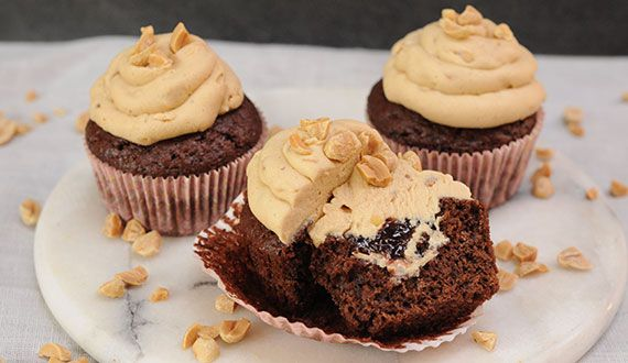 Cupcakes de Mantequilla de Maní y Mermelada de Frambuesa