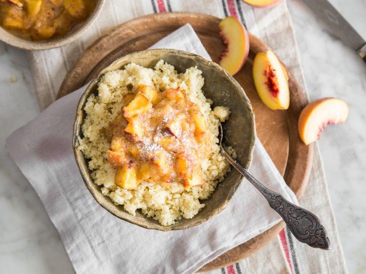 Süßer Couscous mit Pfirsich-Kompott
