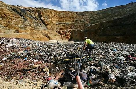 Find free landfill  from Sydney Region, NSW.  Call us today on 95795186 or visit http://chomp.com.au/land-clearing-and-landfill-sydney/ .